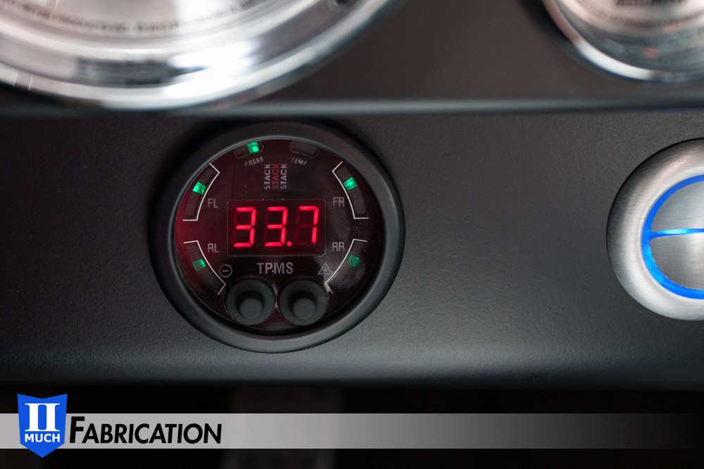 The gauge shows tire pressures and temperatures at a glance by rotating through the four tires.